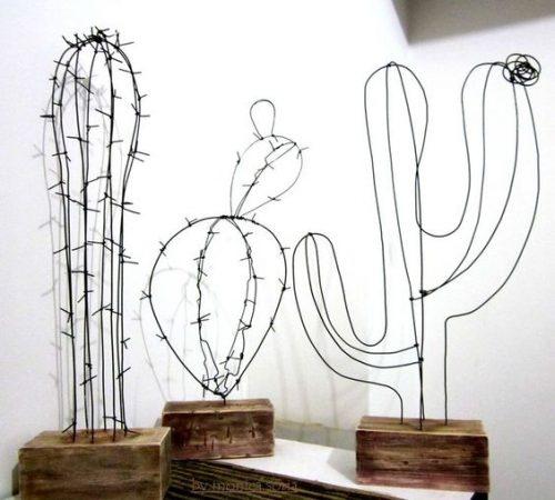 Cactus en fils métalliques noirs pour une déco moderne et artistique inspirée de la tendance cactus.