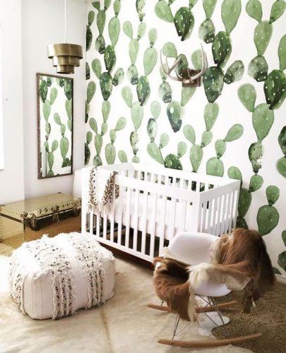 Papier-peint blanc à motifs cactus, dans une chambre d'enfant, de la couleur pastel adaptée pour une chambre tout en restant clair
