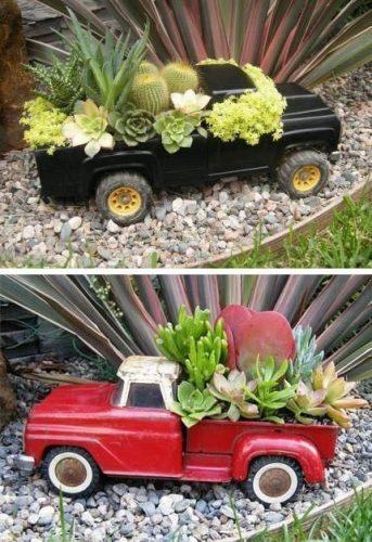 Vieux jouets réutilisés en pots de cactus et succulentes