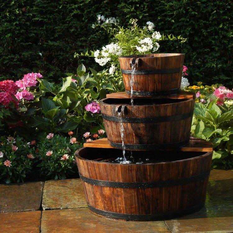 Fontaine / cascade de jardin en tonneaux |