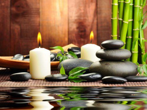 Accessoires déco zen: bougies, galets et bambous