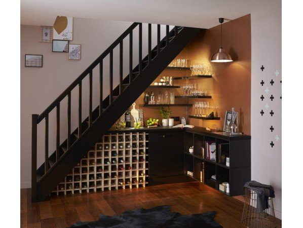 am nager l 39 escalier pour cr er des espaces de rangement. Black Bedroom Furniture Sets. Home Design Ideas