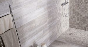 Carrelage de salle de bain imitation bois