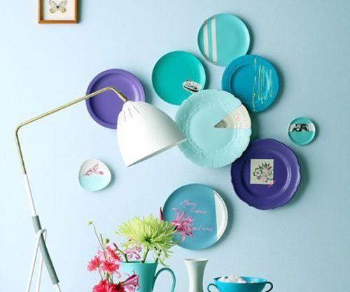décorer un mur d'assiettes