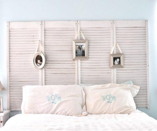 Tête de lit faite à partir de vieux volets